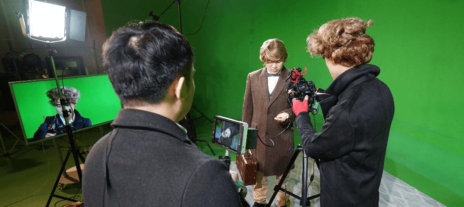 影像團隊由編劇、攝影師、剪輯師、特效師與動畫師等組成。
